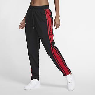 Chicago Bulls Courtside Pantalones de conjunto de entrenamiento Nike NBA para mujer