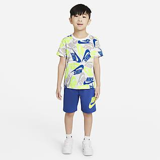 Nike Sportswear Conjunto de playera y shorts para niños talla pequeña
