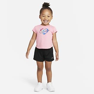 Nike Conjunto de playera y shorts Tie-Dye para bebé de 12 a 24 meses