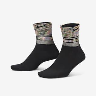 Nike Everyday Plus Lightweight ถุงเท้าเทรนนิ่งหุ้มข้อผู้หญิง