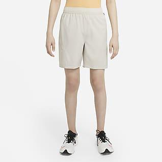 Nike Get Outside Vävda träningsshorts för ungdom (killar)