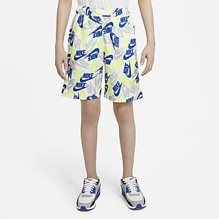 Nike Sportswear Spodenki z tkaniny z nadrukiem dla dużych dzieci (chłopców)