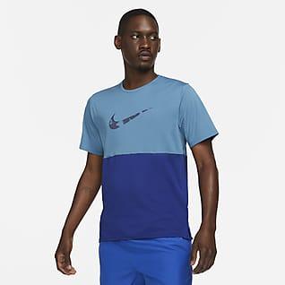Nike Dri-FIT Run Wild Run เสื้อวิ่งแขนสั้นผู้ชายมีกราฟิก