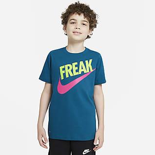 Nike Dri-FIT Giannis Playera para niño talla grande