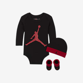 Jordan Σετ με ολόσωμο κορμάκι, σκούφο και καλτσάκια για βρέφη