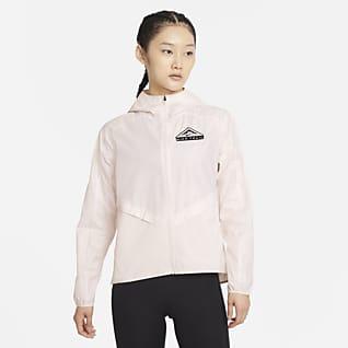 Nike Shield เสื้อแจ็คเก็ตวิ่งเทรลผู้หญิง