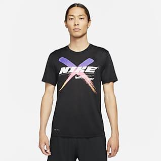 Nike Dri-FIT เสื้อยืดเทรนนิ่งผู้ชายมีกราฟิก
