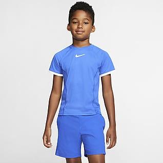 NikeCourt Dri-FIT Kortermet tennisoverdel for store barn (gutt)