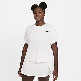NikeCourt Dri-FIT Victory Kortärmad tenniströja för kvinnor (Plus size)