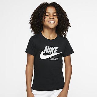 Nike Sportswear Chicago Playera de manga corta para niños talla pequeña