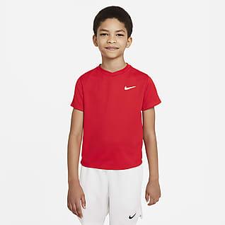 NikeCourt Dri-FIT Victory Kortärmad tenniströja för ungdom (killar)