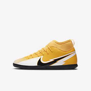Nike Jr. Mercurial Superfly 7 Club IC Fußballschuh für Hallen- und Hartplätze für jüngere/ältere Kinder