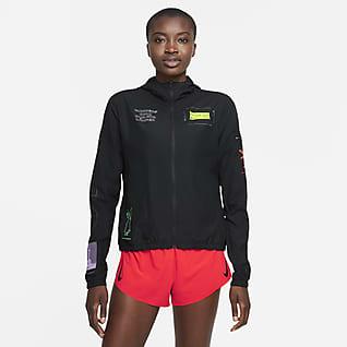 Nike Impossibly Light Berlin Kapüşonlu Kadın Koşu Ceketi