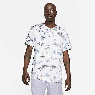NikeCourt Tennis-T-skjorte med batikkmønster til herre