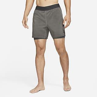 Nike Yoga Dri-FIT 2'si 1 Arada Erkek Şortu