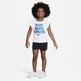 """Nike """"Little Bugs"""" Conjunto de playera y shorts para niños talla pequeña"""