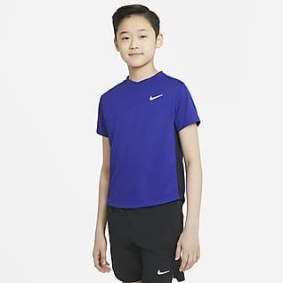 NikeCourt Dri-FIT Victory Kortærmet tennisoverdel til større børn (drenge)