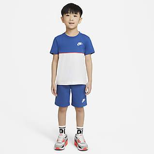 Nike Conjunto de playera y shorts de French Terry para niños talla pequeña