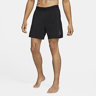 Nike Yoga 2-i-1-shorts til herre