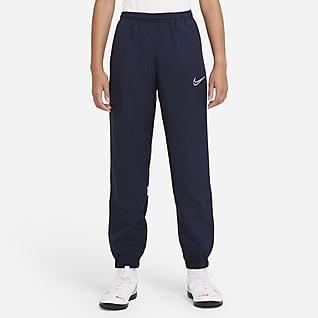 Nike Dri-FIT Academy Dresowe spodnie piłkarskie z tkaniny dla dużych dzieci