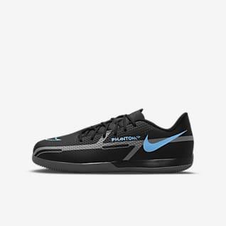 Nike Jr. Phantom GT2 Academy IC Fußballschuh für Hallen- und Hartplätze für jüngere/ältere Kinder
