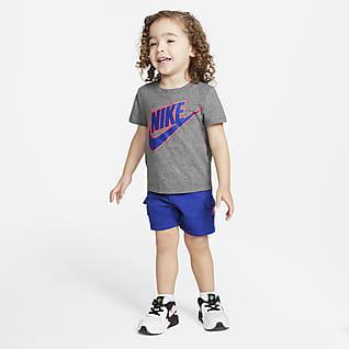 Nike Conjunto de playera y shorts cargo para bebé (12 a 24 meses)