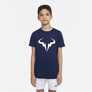 NikeCourt Dri-FIT Rafa Tennis-T-skjorte til store barn (gutt)