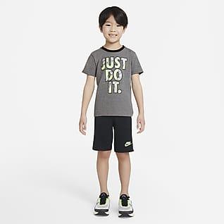 Nike Conjunto de playera y shorts para niños talla pequeña