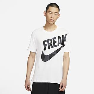 """Nike Dri-FIT Giannis """"Freak"""" เสื้อยืดบาสเก็ตบอลผู้ชายพิมพ์ลาย"""
