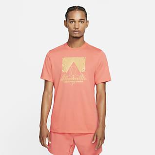 Nike Yoga Dri-FIT Grafikli Erkek Tişörtü