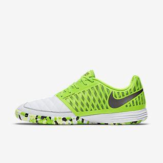 Shoppa Fotbollsskor på Rea. Nike SE