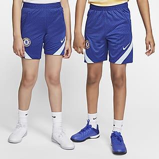 Chelsea F.C. Strike Older Kids' Football Shorts