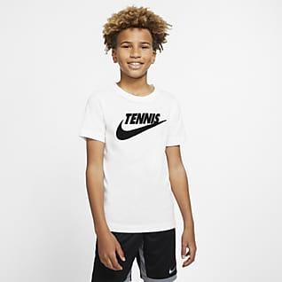 NikeCourt Dri-FIT T-shirt de ténis com estampado Júnior (Rapaz)