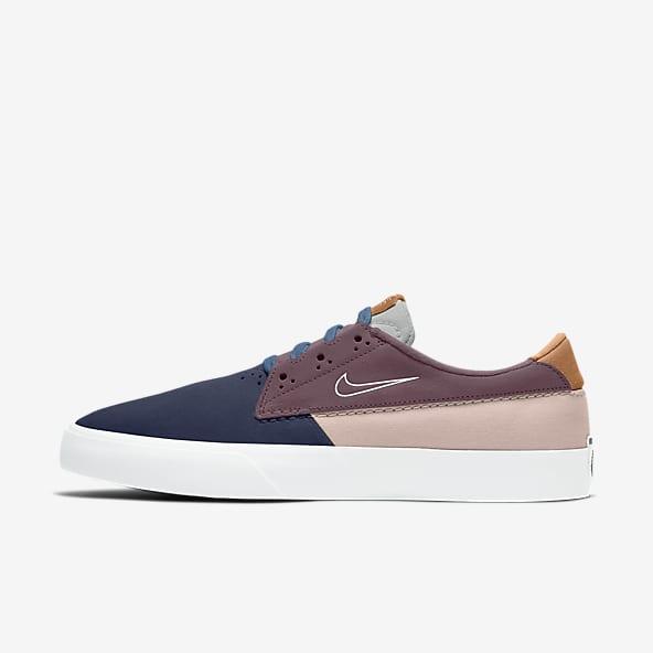 Skate Shoes. Nike AT