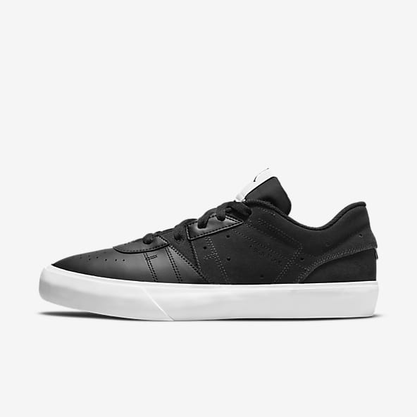 Jordan Noir Chaussures basses Chaussures. Nike LU