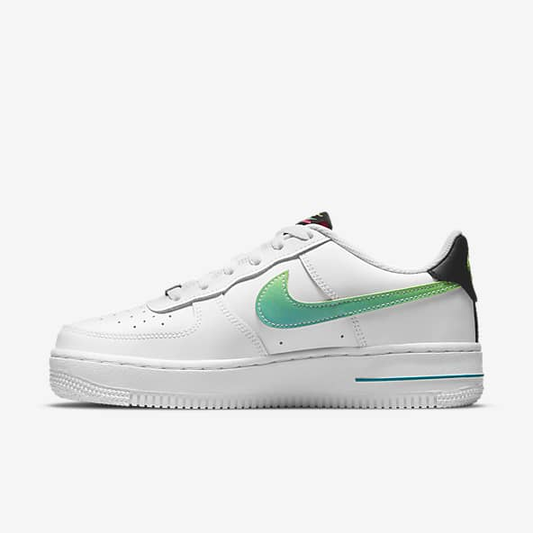 Girls Air Force 1 Low Top Shoes. Nike.com