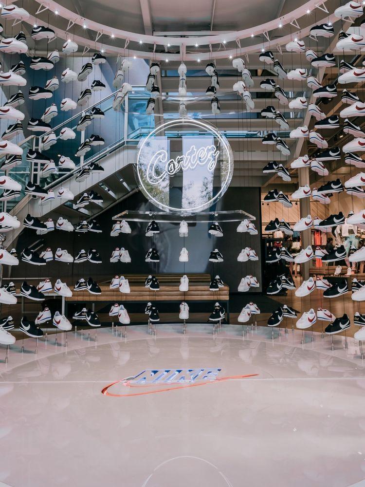 nearest nike shoe store