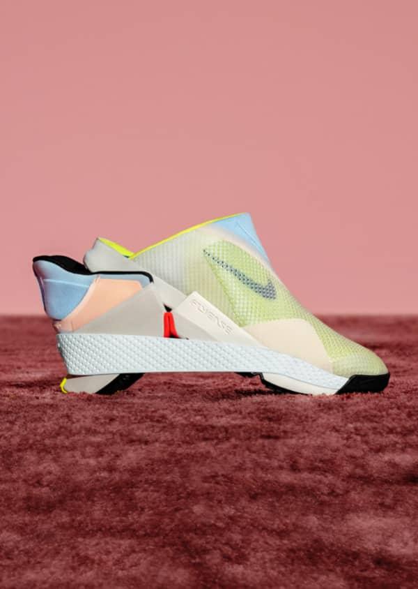 La première chaussure à enfiler sans les mains de Nike : Go ...