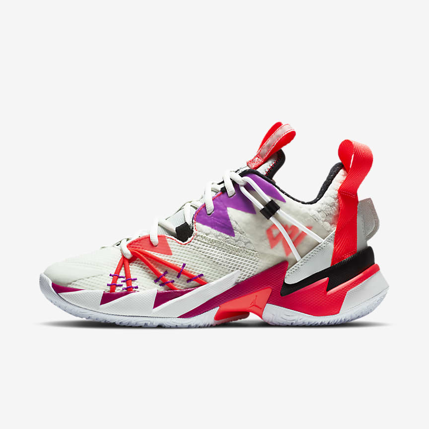 Men's Basketball Shoe