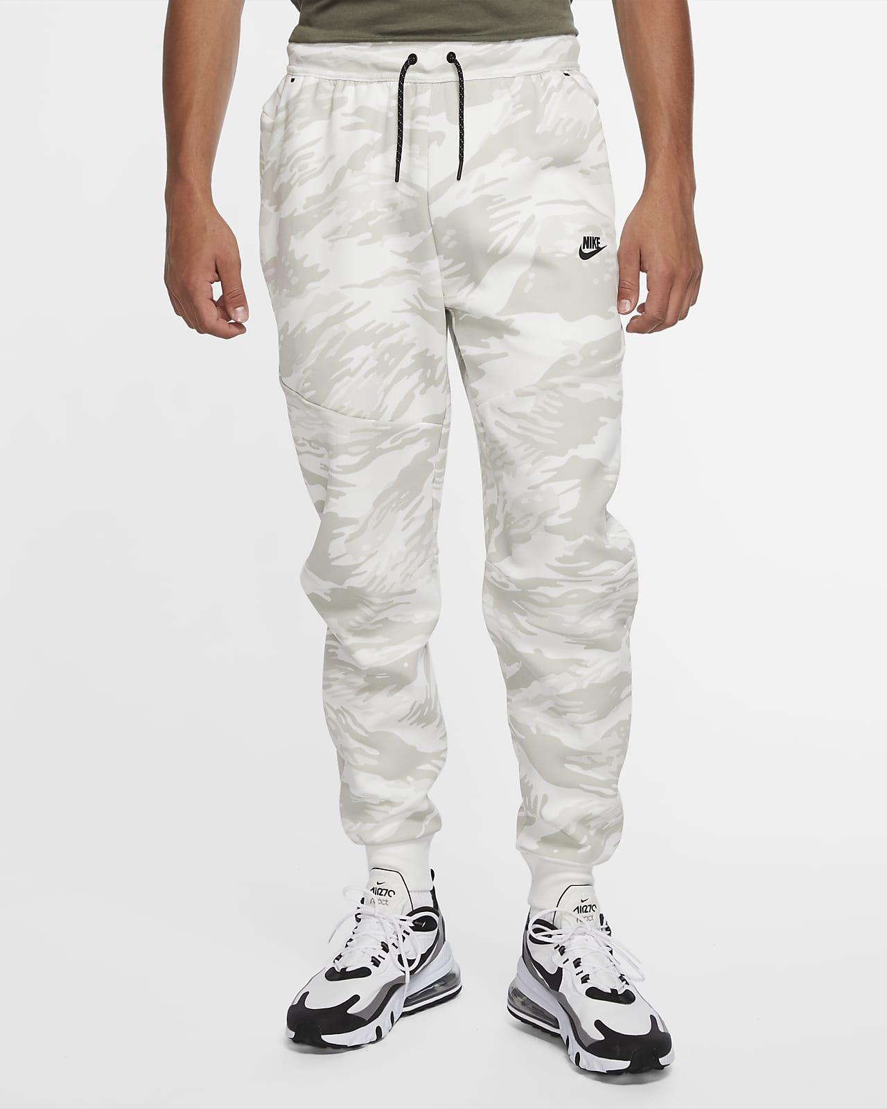 Kamouflagemönstrade joggingbyxor Nike Tech Fleece för män