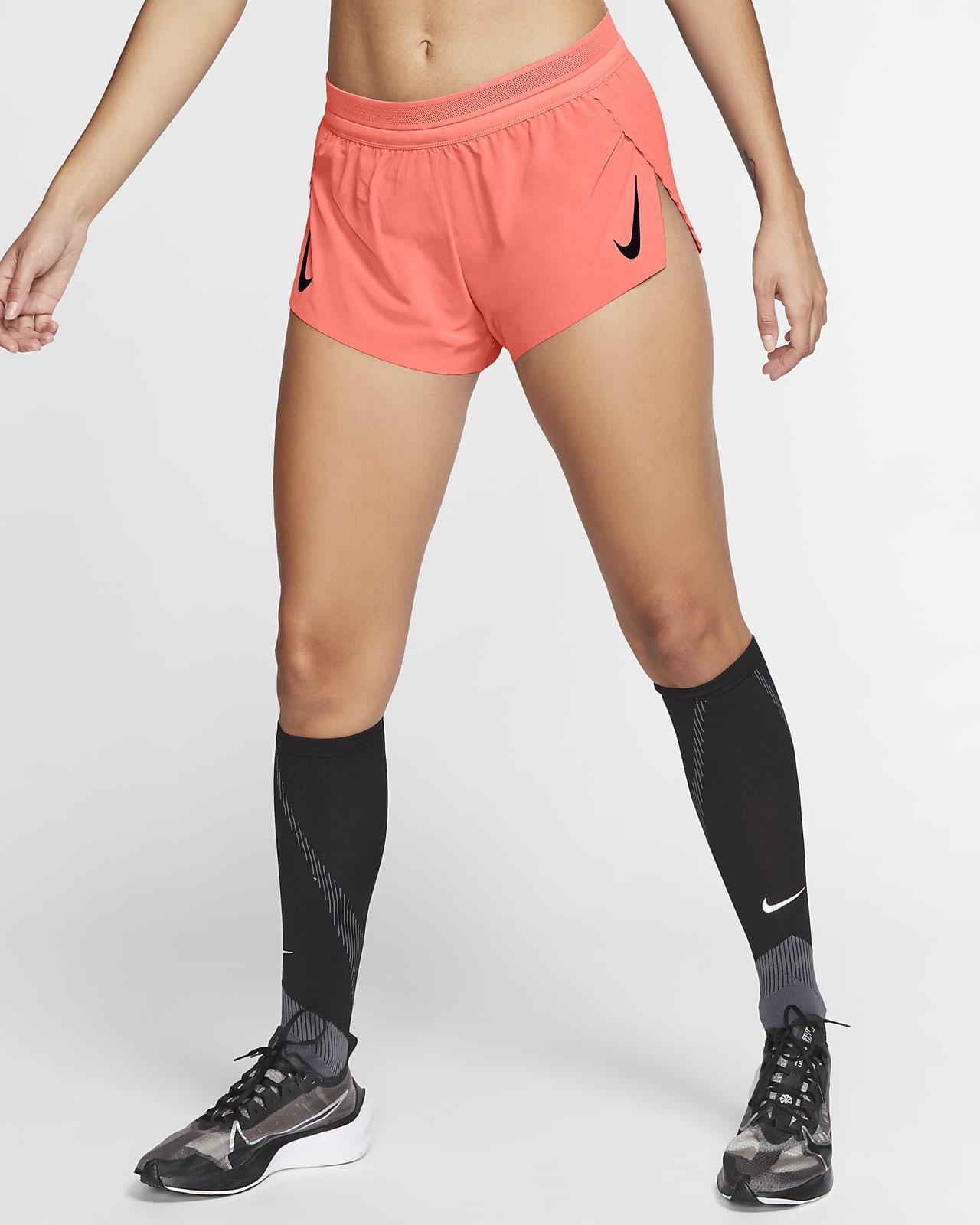 กางเกงวิ่งขาสั้น 2 นิ้วผู้หญิง Nike AeroSwift