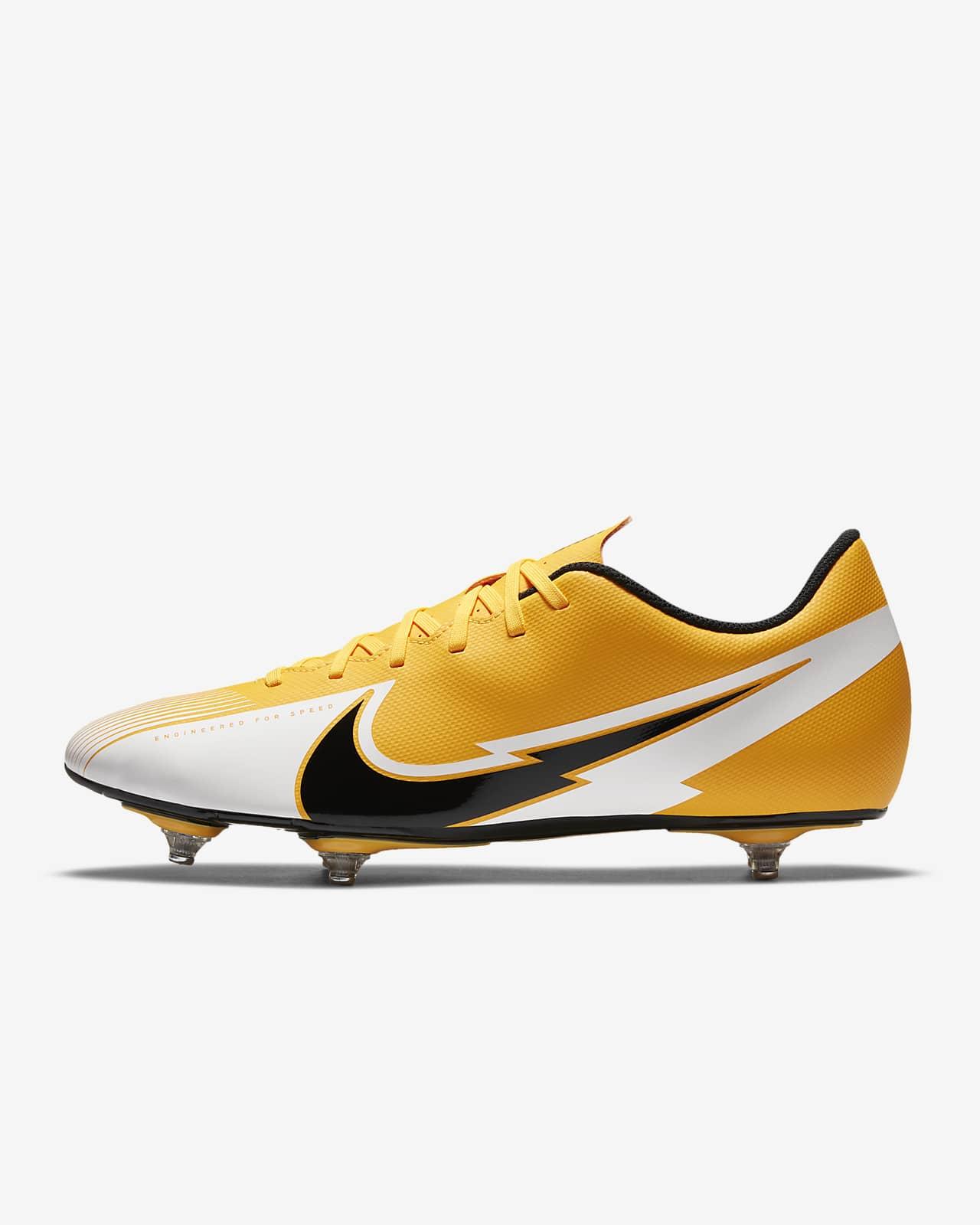 Club SG Soft-Ground Football Boot. Nike CZ
