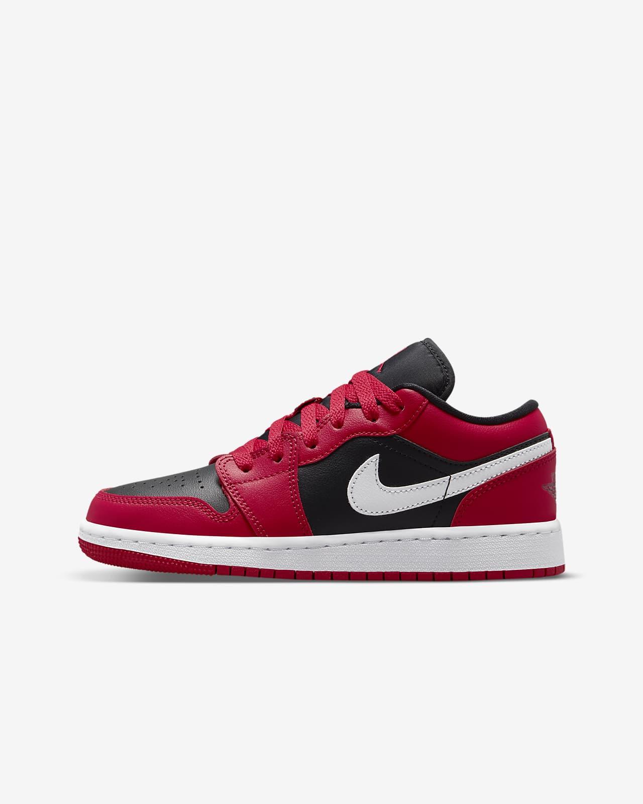 Air Jordan 1 Low Older Kids' Shoe. Nike LU