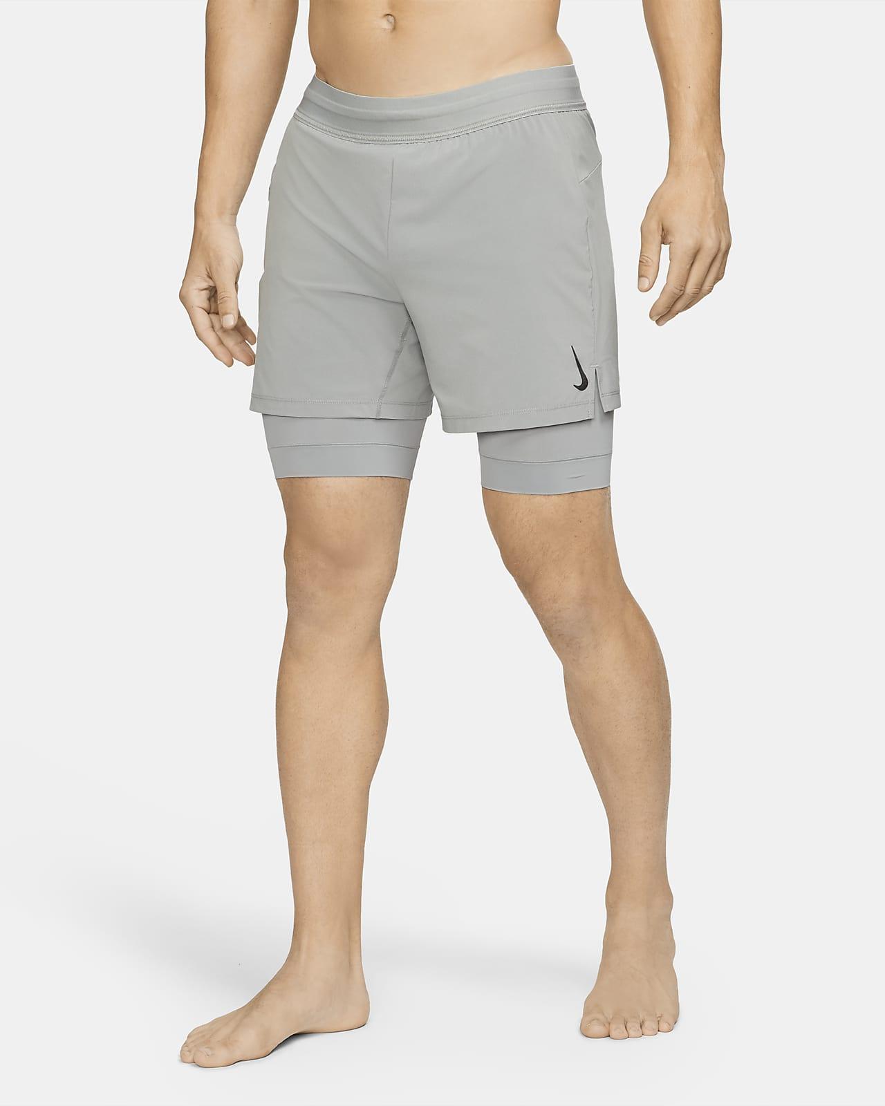 Short 2-en-1 Nike Yoga pour Homme