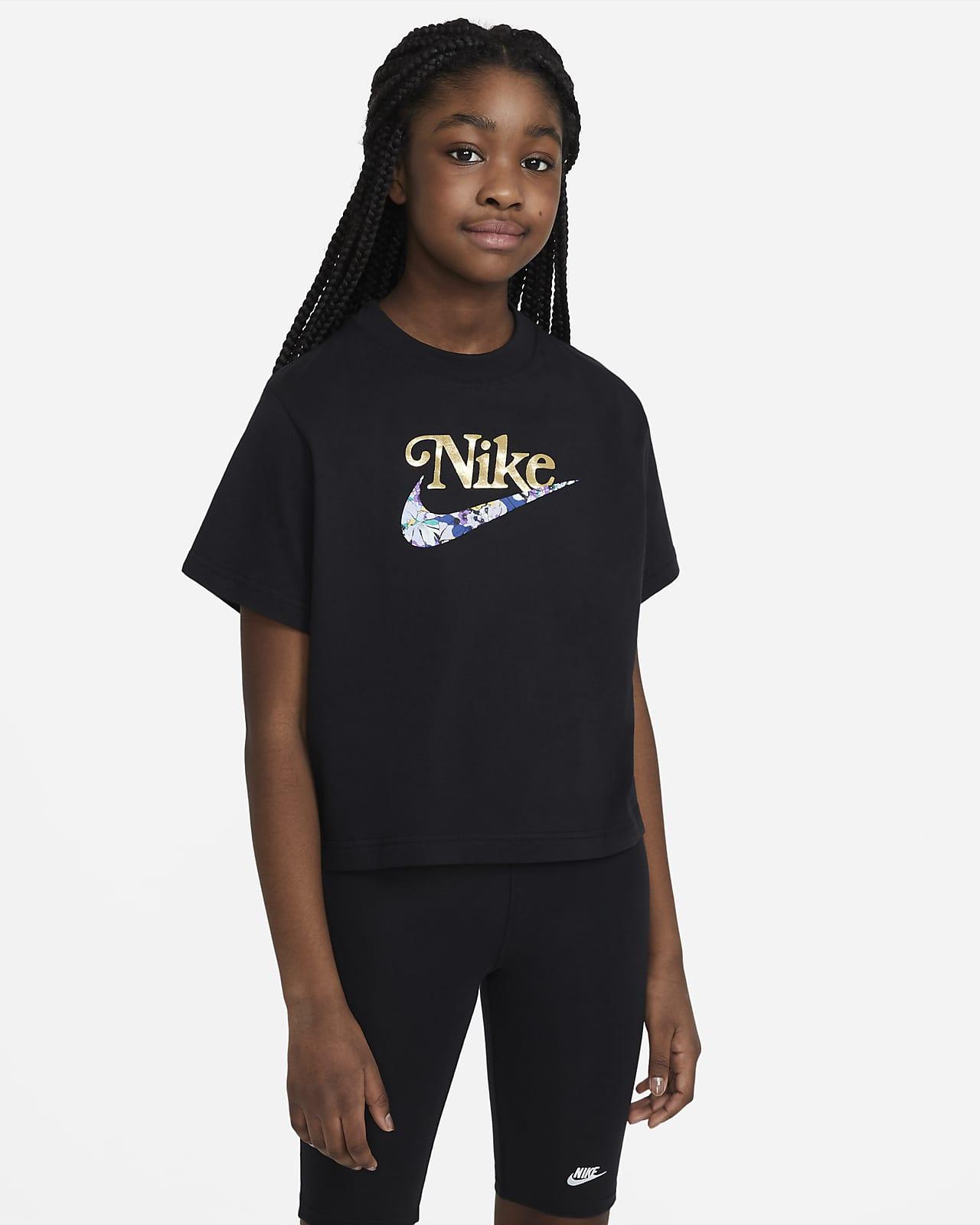 เสื้อยืดเด็กโต Nike Sportswear (หญิง)
