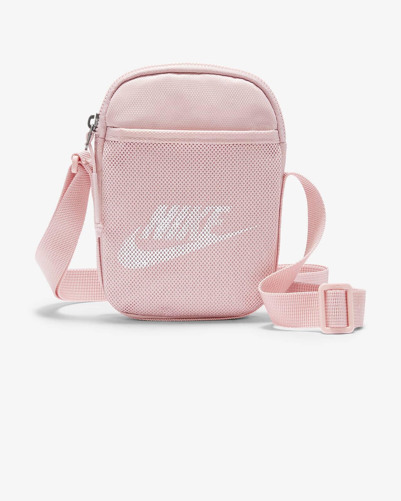 กระเป๋าพาดลำตัว Nike Heritage (ไซส์ S)