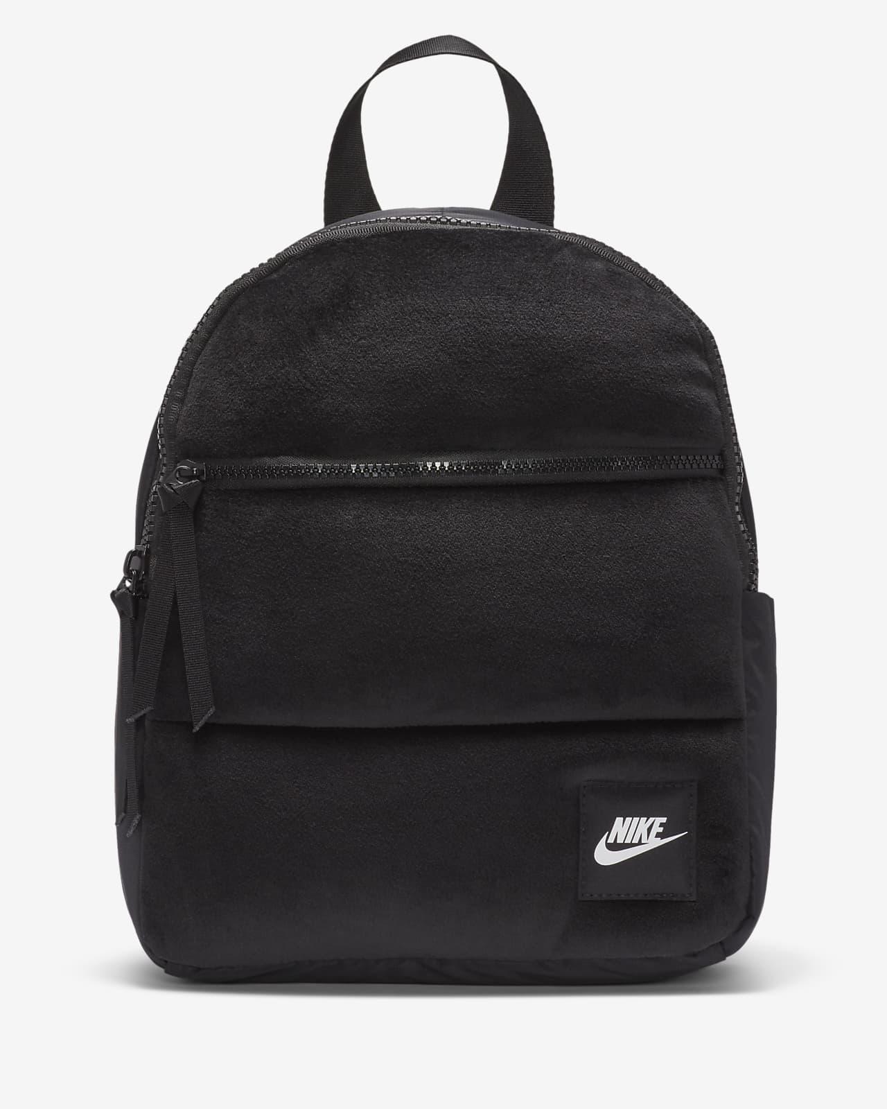 Mini batoh Nike Sportswear Essentials do chladného počasí