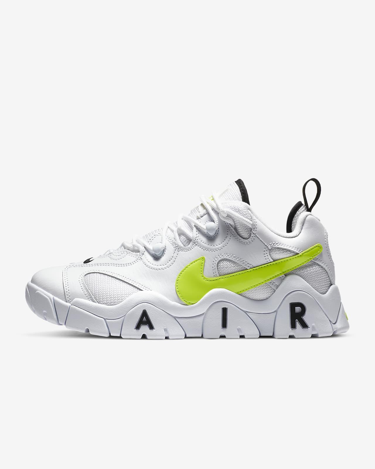 Nike Air Barrage Low Men's Shoe. Nike LU