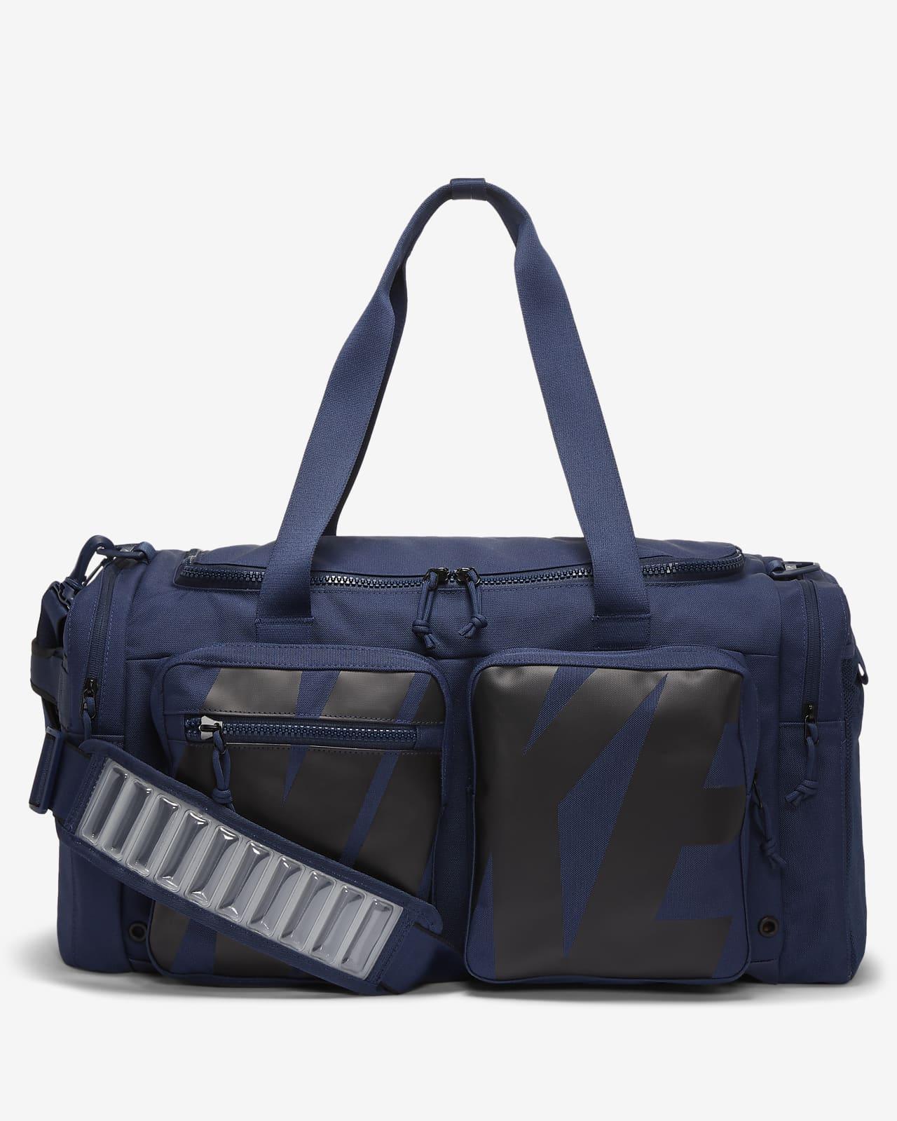 กระเป๋า Duffel เทรนนิ่งมีกราฟิก Nike Utility Power
