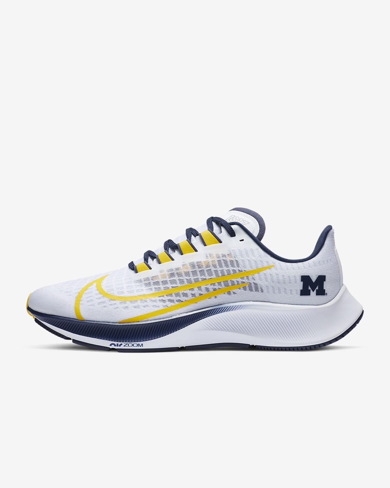 Nike College Zoom Pegasus 37 (Michigan) Running Shoe